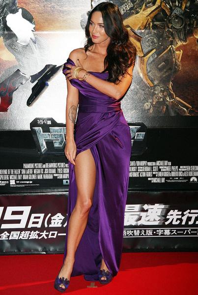 Меган Фокс в платье Donna Karan