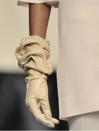ELLE.ua - Тренд длинные перчатки, фото, модные тенденции.