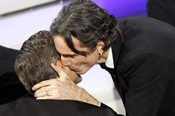 Поцелуй Дэй-Льюиса и Клуни