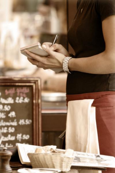 Летом потребность в новых сотрудниках увеличивается в ресторанном бизнесе.