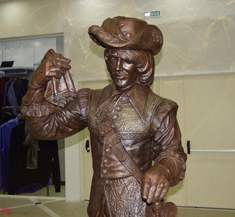 Памятник Арамису в Екатеринбурге, фото