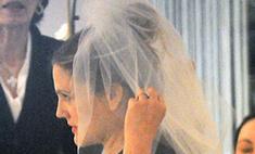 Дрю Бэрримор выбирает свадебное платье