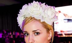 Цветы в волосах: уличный стиль на российской Неделе моды
