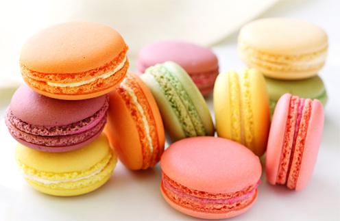Даже вечные кулинарные соперники французов итальянцы называют макарони лучшим пирожным в мире.