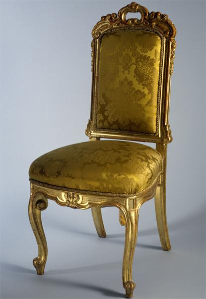 Золотая мебель в интерьере