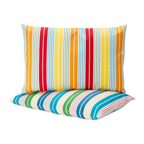 Декоративная подушка, Грено, Икеа, 449 руб. Эти полосатые подушки придадут новый облик вашему дивану. Съемный чехол из 100-процентного хлопка удобно стирать. Размер: 40 х 60 см.