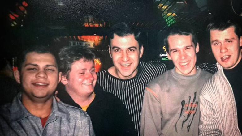 Роман Поставалов в молодости с друзьями