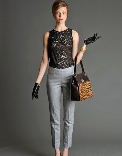 Короткие перчатки и кружевной топ создадут элегантный и сексуальный образ