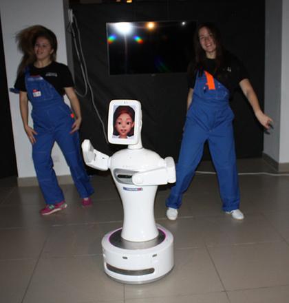 """Робот-танцор «Стилбот», """"Бал роботов"""""""
