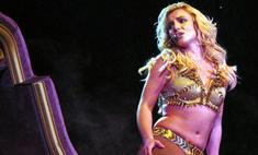 Бритни Спирс едва влезла в свои новые сценические костюмы