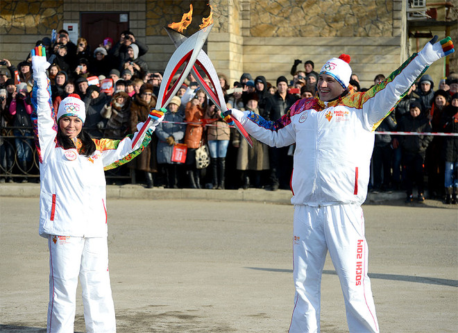 Анастасия Заворотнюк с олимпийским огонем
