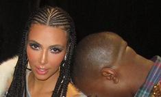 Беременная Ким Кардашьян заплела африканские косички