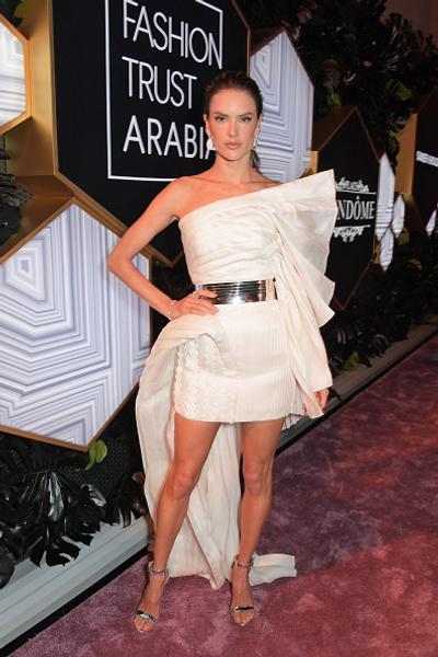 Водянова, Бекхэм и другие звезды на арабском модном конкурсе