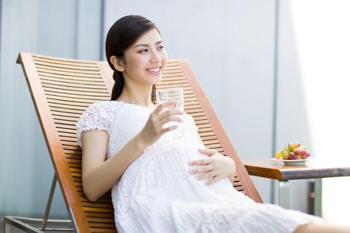 Можно ли беременным пить минеральную газированную воду