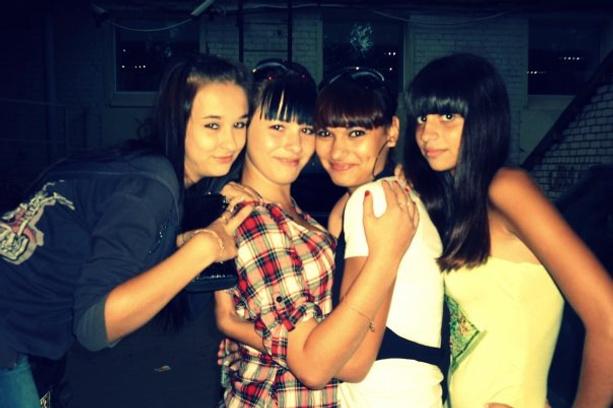 Алиана с подругами