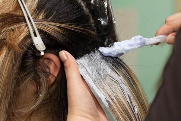 Как правильно покрасить корни волосы в домашних  387