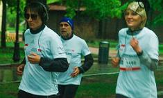 Рената Литвинова и Земфира бежали под дождем ради детей