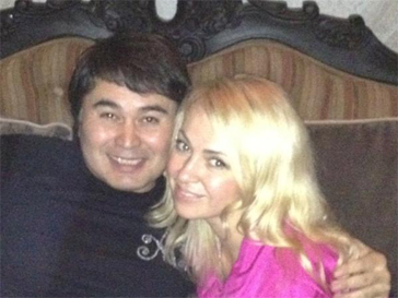 Яна Рудковская провода время в компании Армана Давлетьярова.