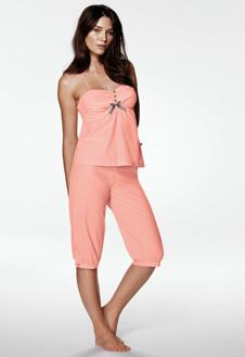 Нежно-персиковая пижама из коллекции Triumph.