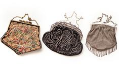 На «Ленфильме» открылась выставка антикварных сумок и сумочек