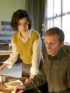 Кадр из фильма Анджелина Джоли на съемках «В краю крови и меда»