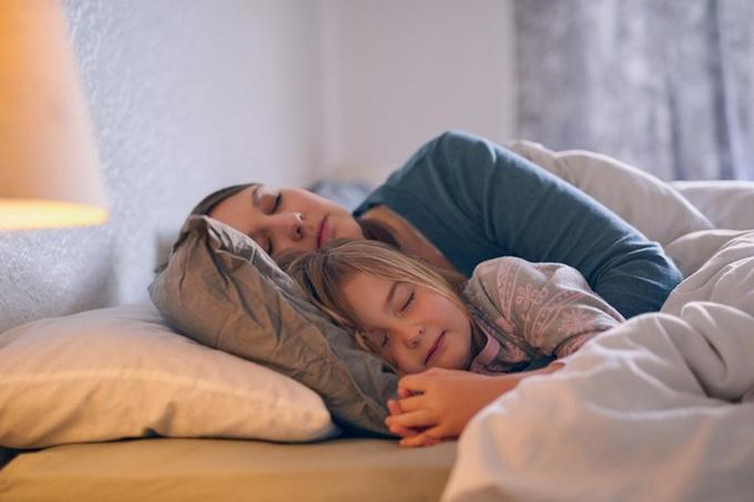Дочь отказывается спать отдельно