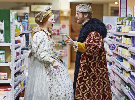 Пара в королевской одежде