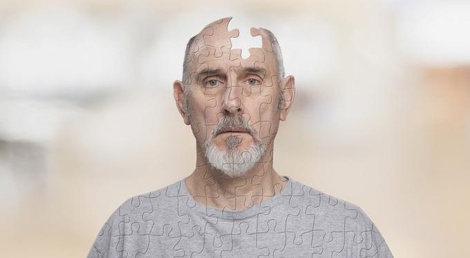 Возрастная забывчивость или болезнь Альцгеймера? Когда пора бить тревогу