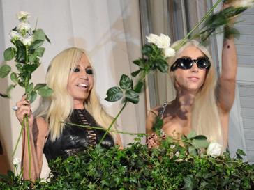 Донателла Версаче (Donatella Versace) и Леди ГаГа (Lady GaGa) в Милане