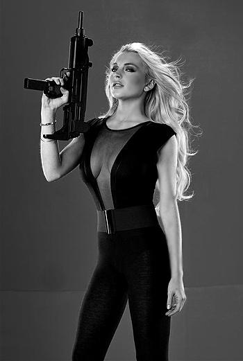 Линдсей Лохан появляется в фильме «Мачете» в характерных для ее собственной жизни образах.