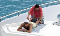 Заслуженный отпуск: Роналду на яхте с мамой и сыном