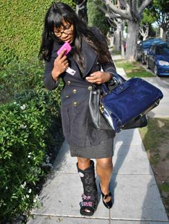 Серена Уильямс (Serena Williams) превратила гипс в модный аксессуар.