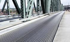 «Танцующий» мост открыли для транспорта
