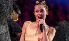 Майли Сайрус удивила «голым» нарядом на MTV VMA