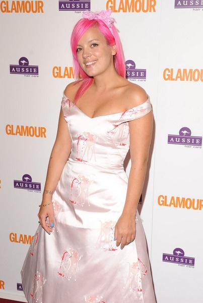 На вручение премии «The Glamour Women of the Year» в Лондоне, 3 июня 2008 года Лили пришла с розовыми волосами и в платье с истекающими кровью Бэмби
