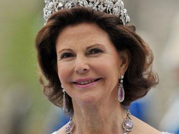 Королеве Сильвии вместе с супругом отказали в столике в ресторане