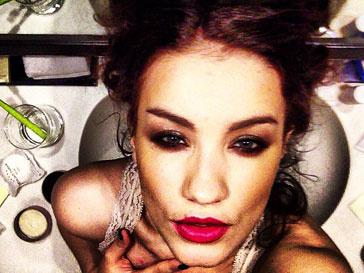 Виктория Дайнеко переборщила с макияжем глаз и губ