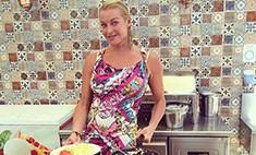 Волочкова готовит завтраки в пятизвездном отеле