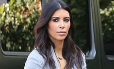 Ким Кардашьян носит сумку, разрисованную дочерью