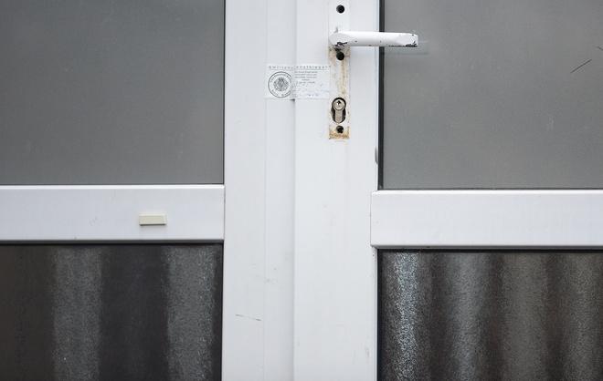 Как опечатать дверь