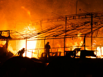 Пожарные долго не могли потушить пожар в клубе