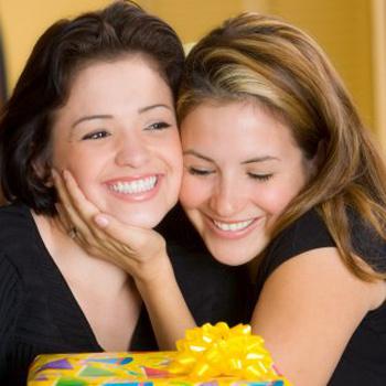 8 марта - отличный повод порадовать подругу чем-нибудь очень женским