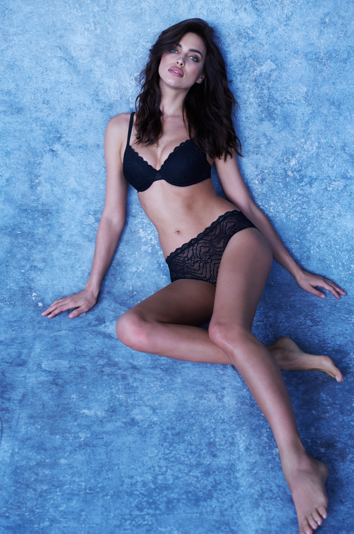 690x1041 0xc0a83925 7818945851457962204 - Ирина Шейк в съемке каталога Intimissimi The Perfect Bra Brook.