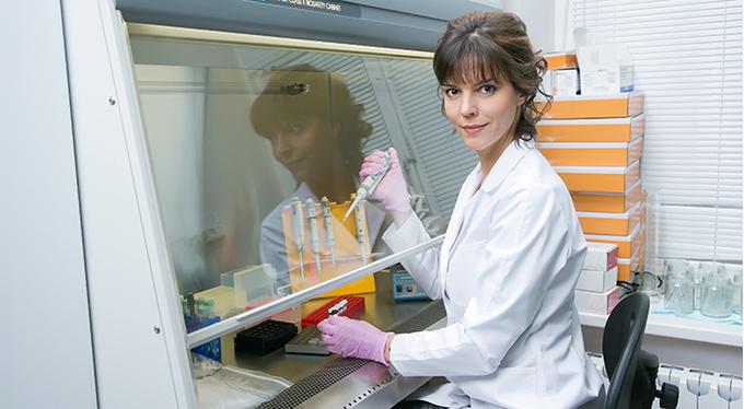 Стипендию L'Oréal-UNESCO получила женщина-ученый из России