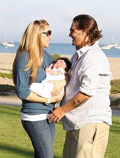 Кевин Федерлайн (Kevin Federline) и Виктория Принс (Victoria Prince) с дочкой