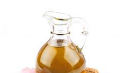 Использование миндального масла для ухода за волосами