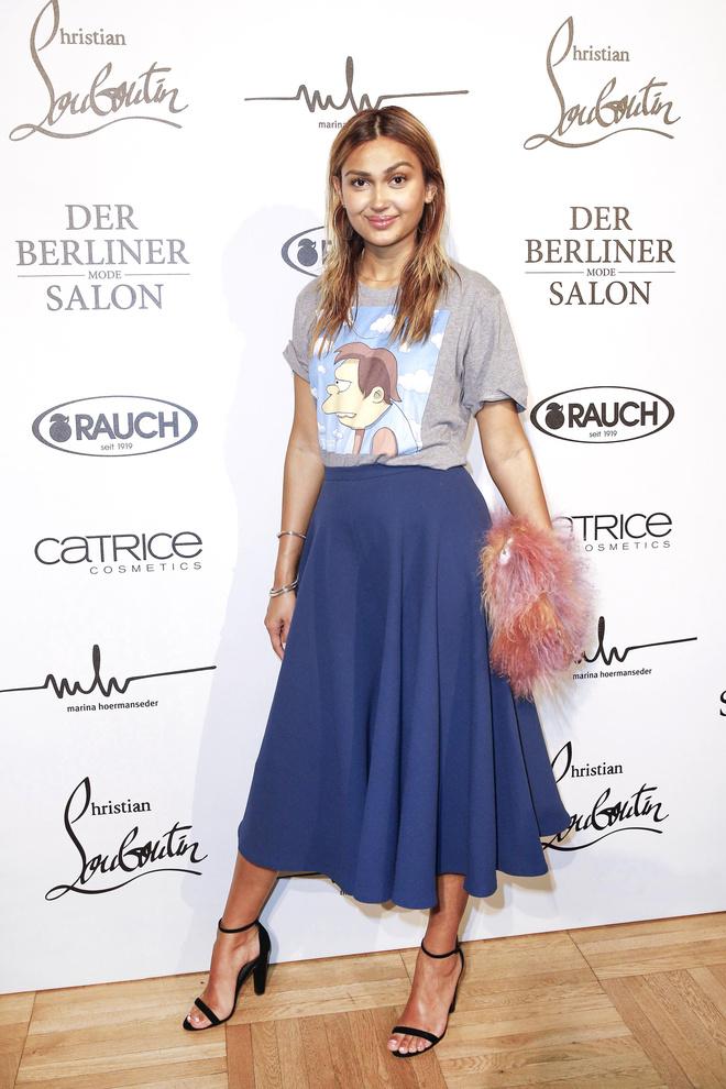 С чем носить синюю юбку-полусолнце