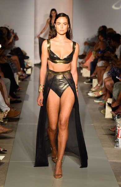 50 самых сексуальных купальников с Недели пляжной моды в Майами | галерея [1] фото [35]