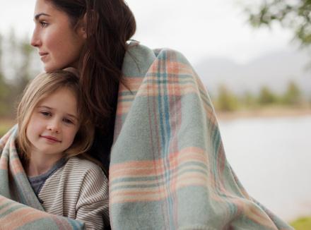 Счастливая мама с дочерью