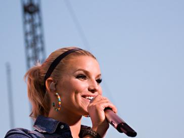 Певица Джессика Симпсон на концерте